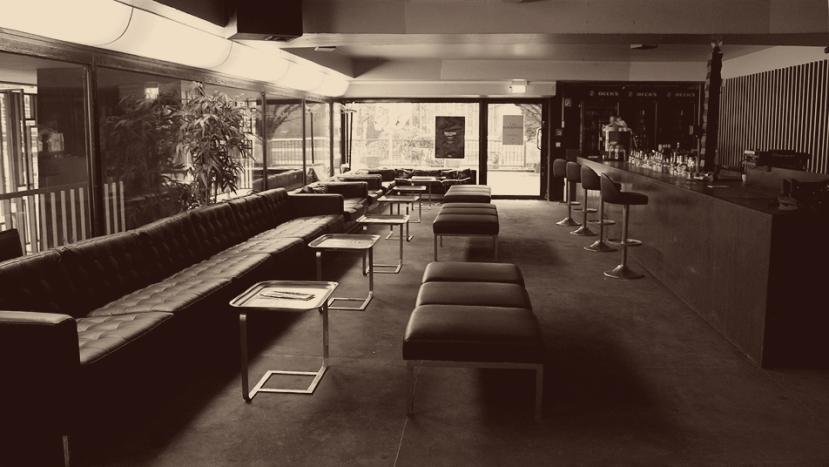 saloon-de-amatures-empty01